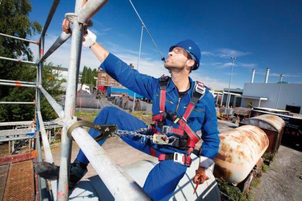 Заходи безпеки при роботі з будівельними риштуваннями